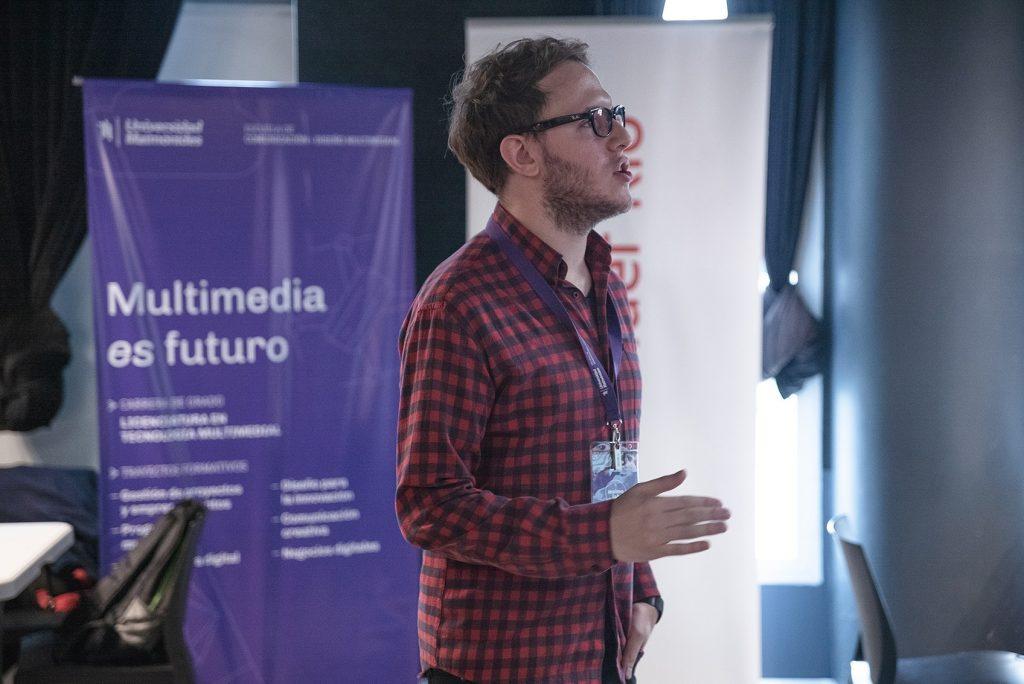 Hernán Lucio, UX Supervisor de Mercado Libre, a cargo del workshop sobre prototipado avanzado en Maimo Lab - UX challenge.