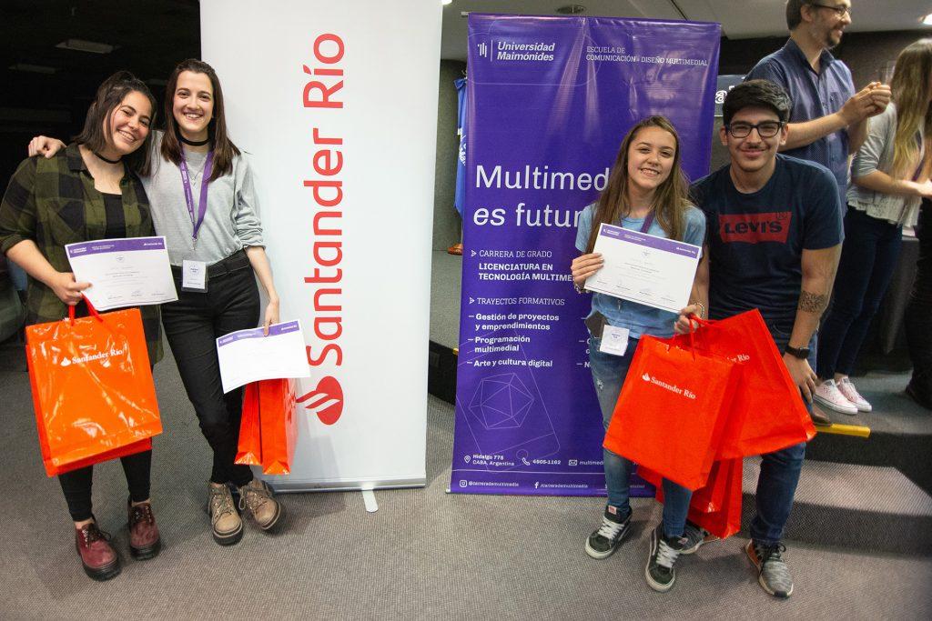 Sofía Soldano, Denise Abecian, Natalie Oertel y Agustín Spritzer, el quipo ganador del primer puesto.