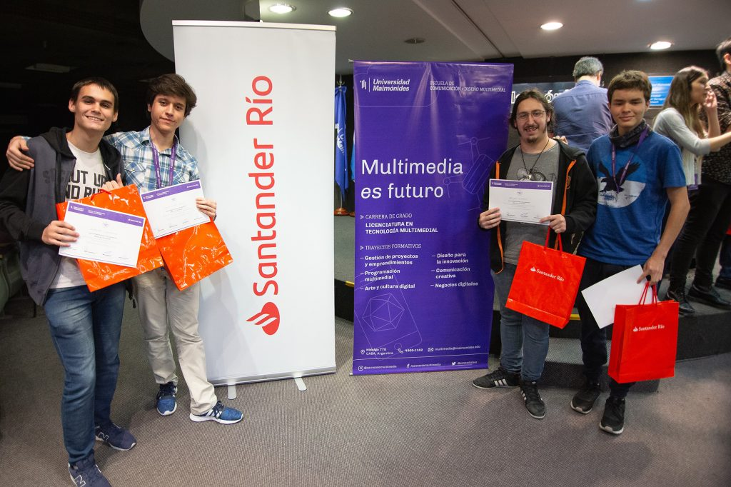 Valentín Schiaffino, Ignacio Miguel García, Juan Cruz Di Nardo y Matías Lopez Monteiro, del Instituto Industrial Luis A. Huergo, ganadores del segundo puesto.