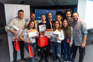 Los ganadores Matías Somonte (UMAI), Francisco Pacio (Huergo), Tatiana Blanco (Canada School Argentina), Nayla Arroyo Lizzio (UMAI) junto al jurado en la premiación del UMAI UX challenge 2019.