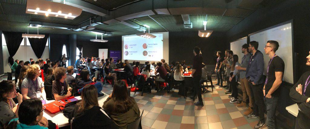 Estudiantes, mentores y coordinadores al comienzo de la primera jornada de Maimo Lab - UX challenge.